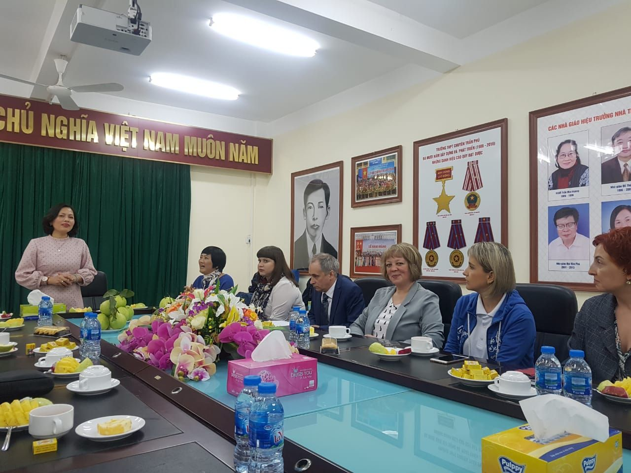 Презентация ВГУЭС и Олимпиада по русскому языку и во Вьетнаме