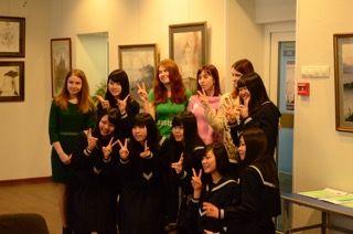 Учеников старшей школы «Йонаго Ниси» встречали студенты-международники