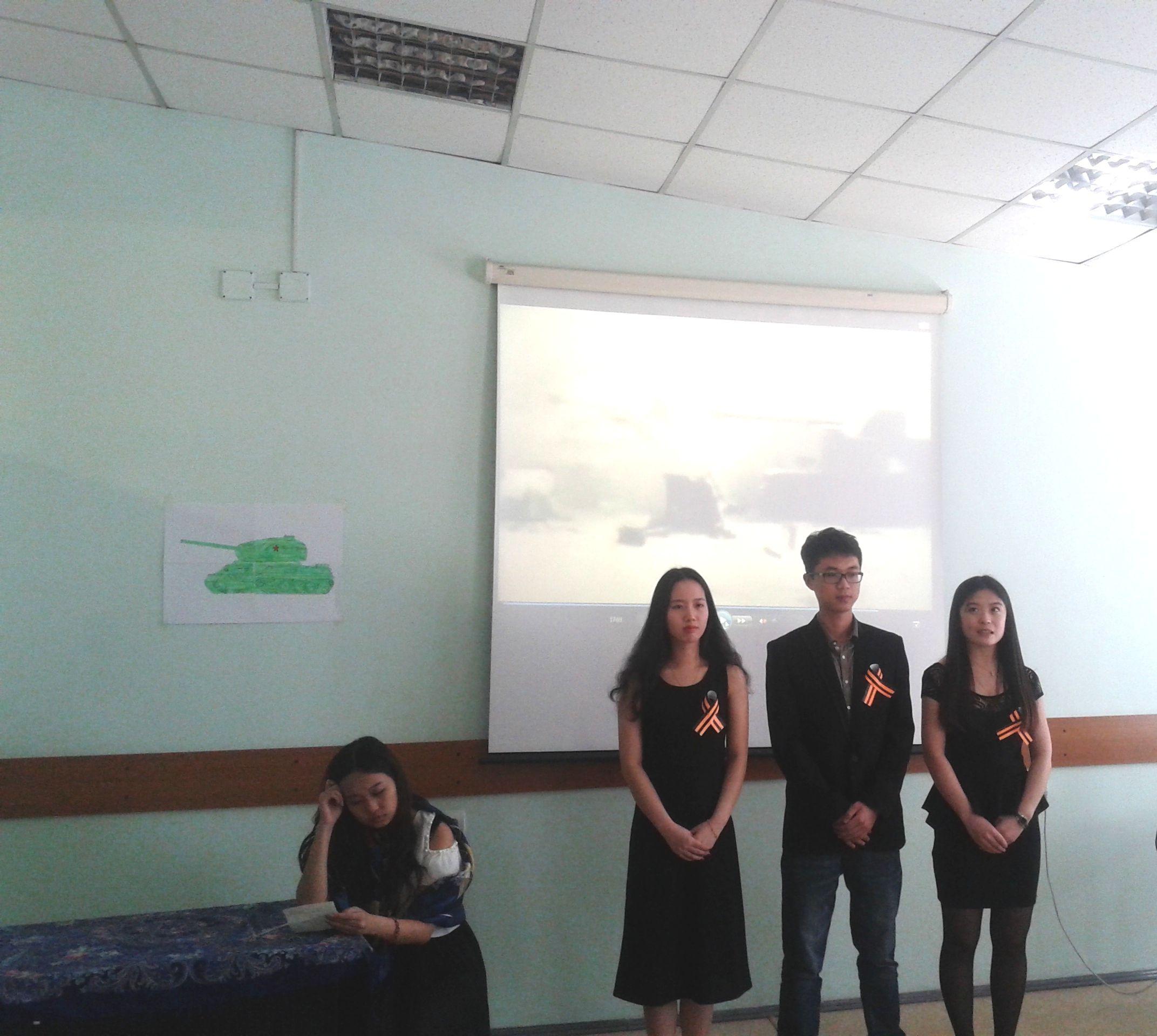 На межвузовской олимпиаде китайские студенты ВГУЭС читали на русском языке стихотворение о войне