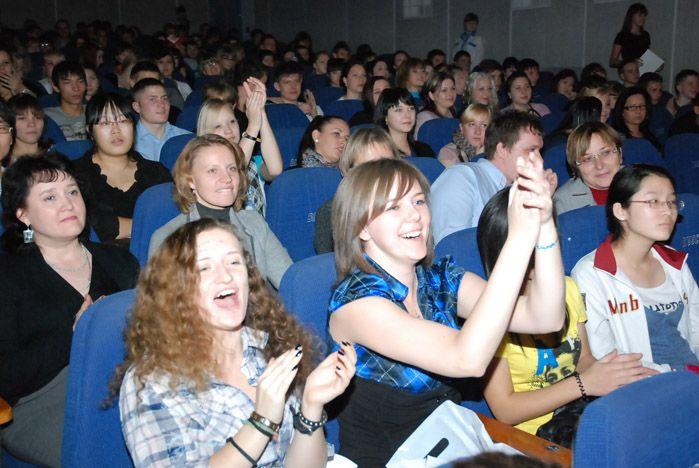 Самые активные волонтеры ВГУЭС получили заслуженные награды и волонтерские книжки