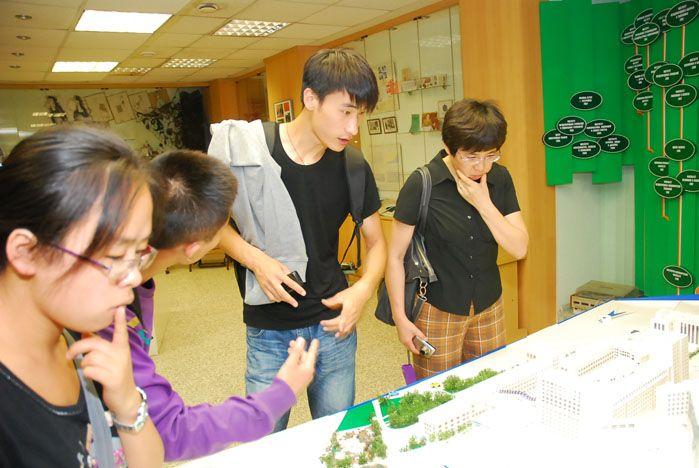 Музей ВГУЭС рассказал китайским студентам о 45-летней истории университета
