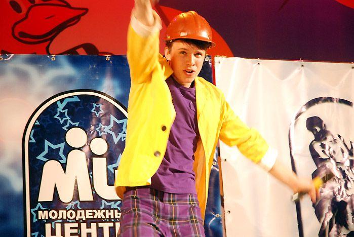 Гала-концерт краевого фестиваля команд КВН старшеклассников прошел в театре «Андеграунд» ВГУЭС