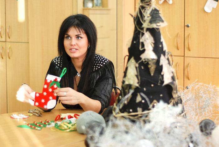 Мастер-класс по изготовлению ёлочных игрушек от аспирантки кафедры сервисных технологий прошёл во ВГУЭС