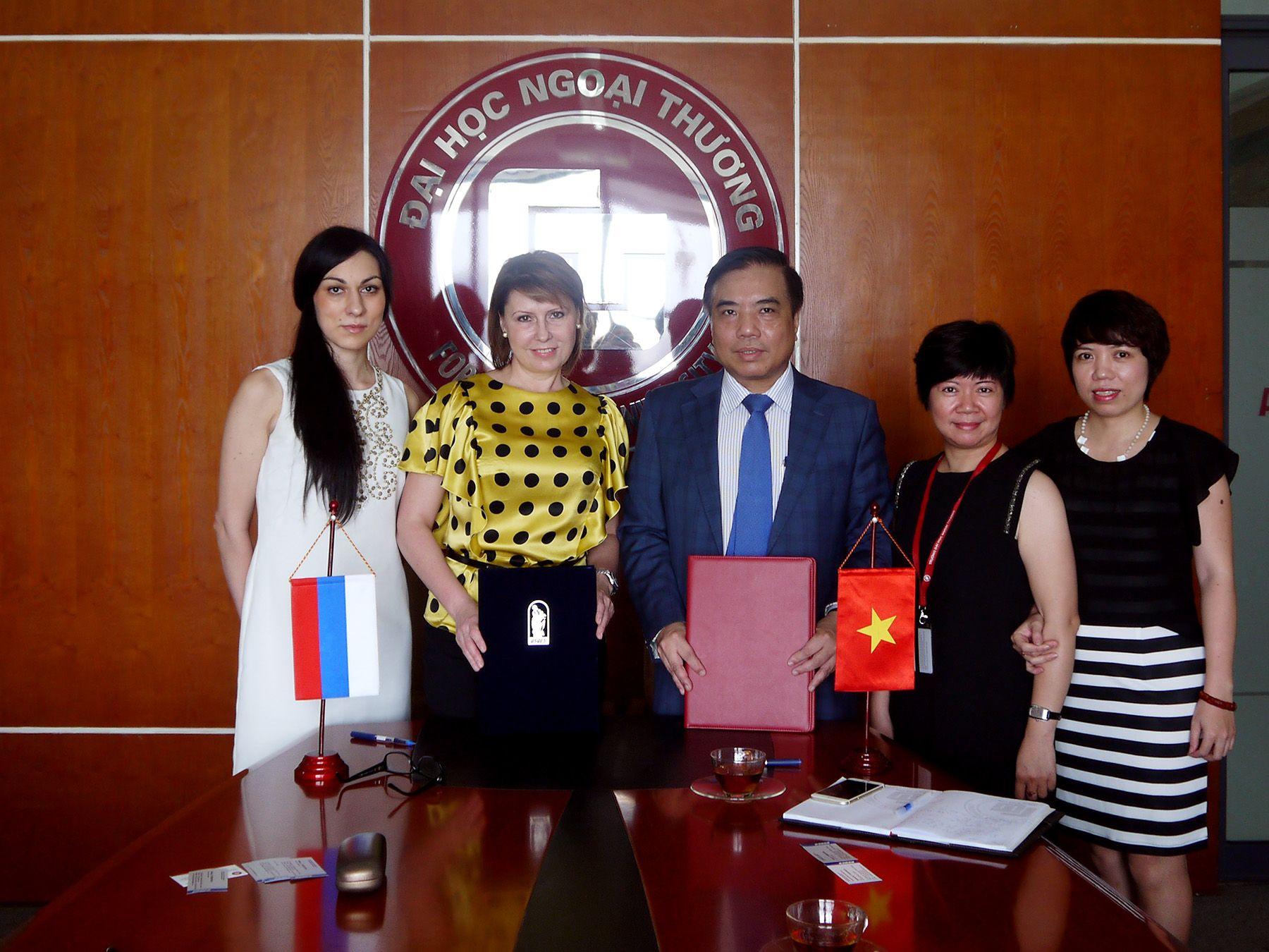 ВГУЭС во Вьетнаме: подписан договор об обмене студентами с Университетом внешней торговли