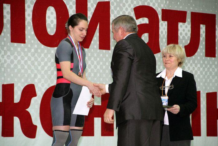 Студентка ВГУЭС Алена Мелентьева стала бронзовым призером Кубка России по тяжелой атлетике среди женщин