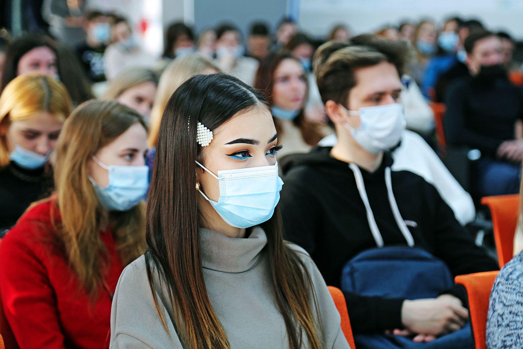 Небесная карьера: во ВГУЭС прошел день Международного аэропорта Владивостока