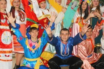 Студенты и преподаватели встретили весну русским праздником «Масленица»