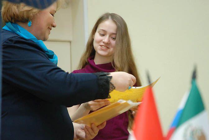 Во ВГУЭС вручили сертификаты участникам проекта «Глобальное взаимопонимание»