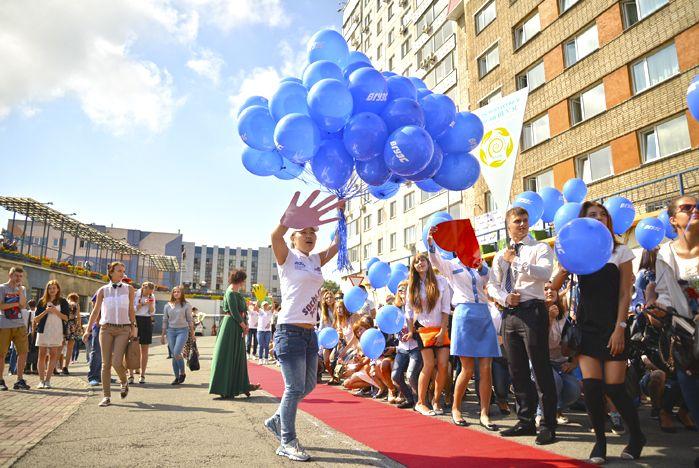 День знаний во ВГУЭС: торжественная линейка, Open air и фото на память
