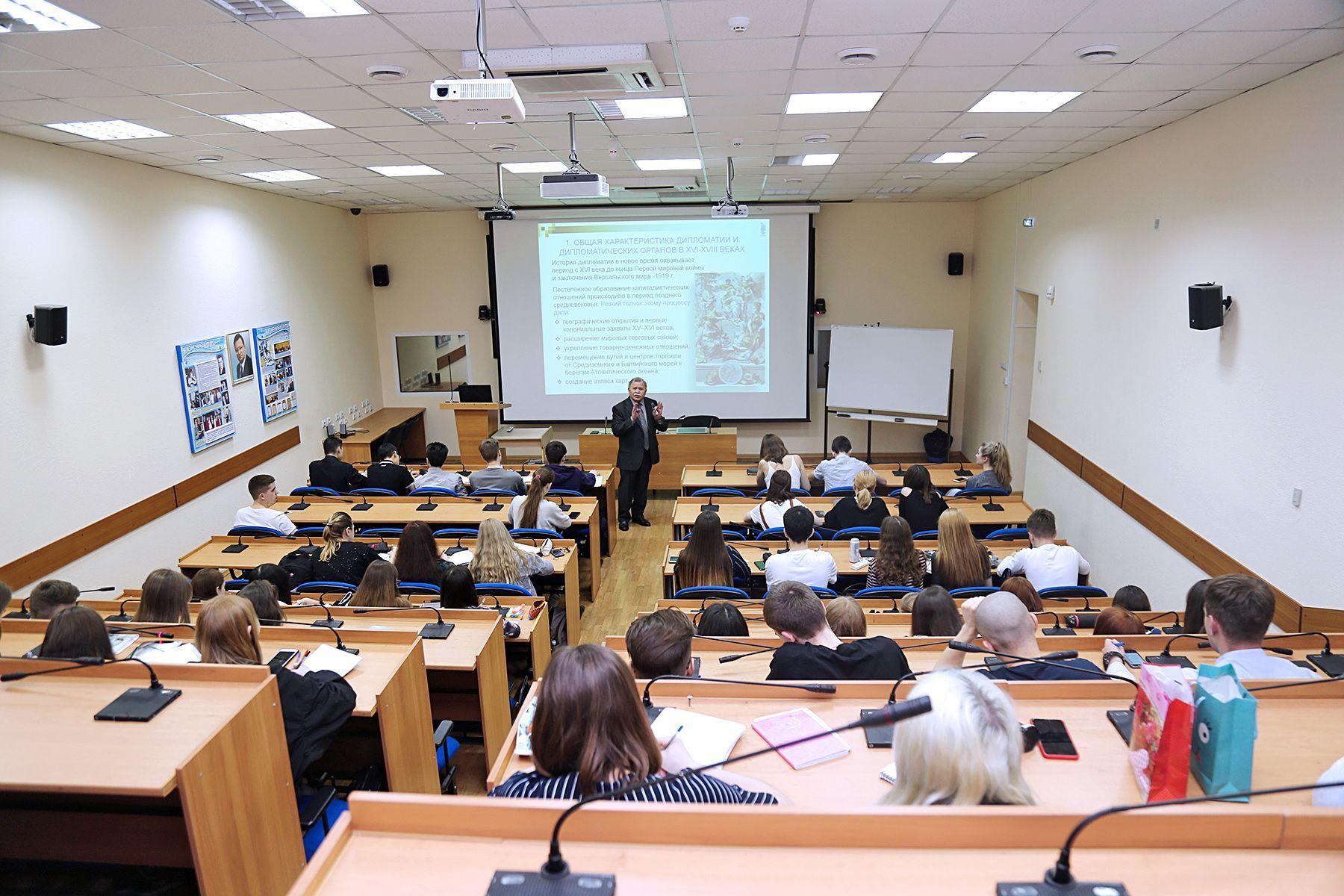 ВГУЭС продолжает серию открытых лекций для школьников.