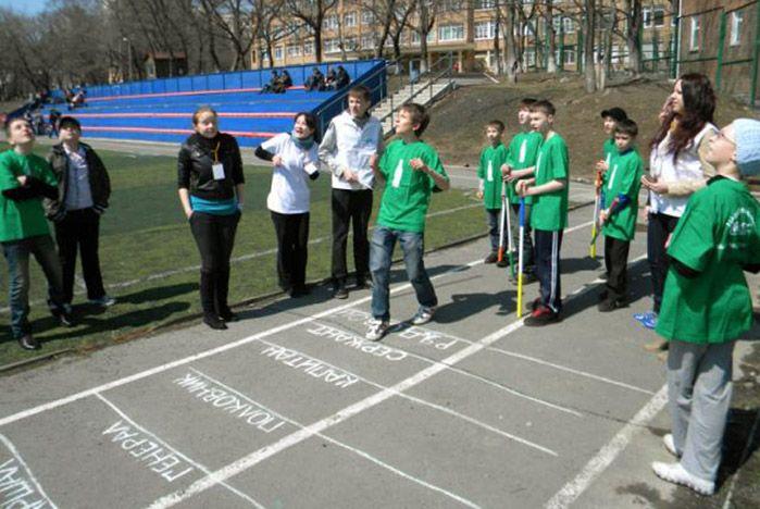 «Добрые игры» и рисунки на асфальте с волонтерами ВГУЭС