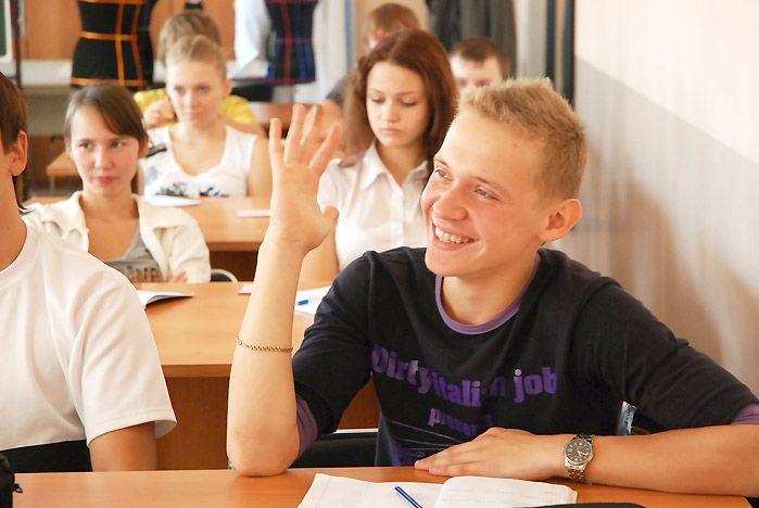 Школьники Владивостока на неделю погрузились в настоящую студенческую жизнь