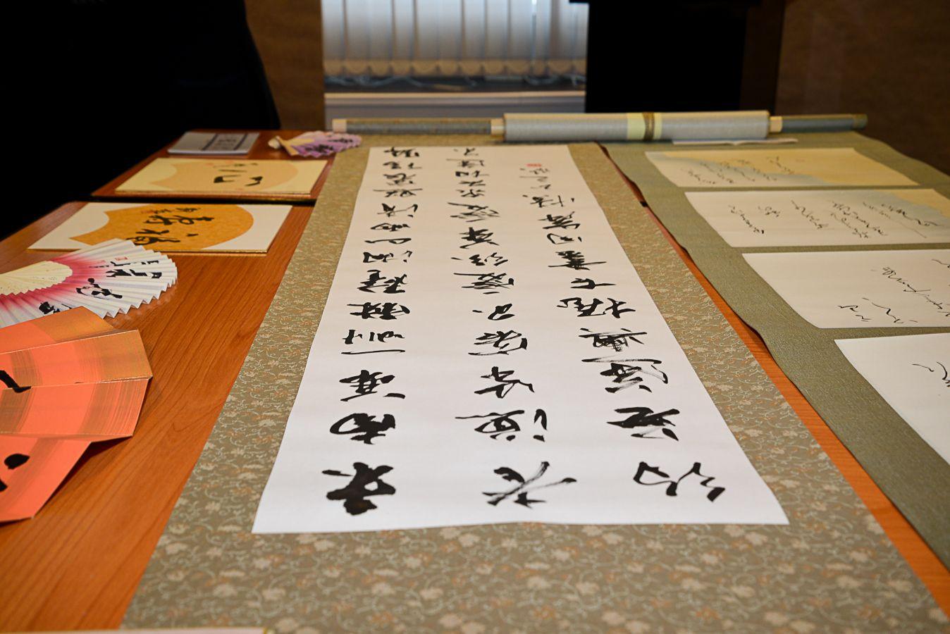 Японские мастера провели урок каллиграфии в музее ВГУЭС